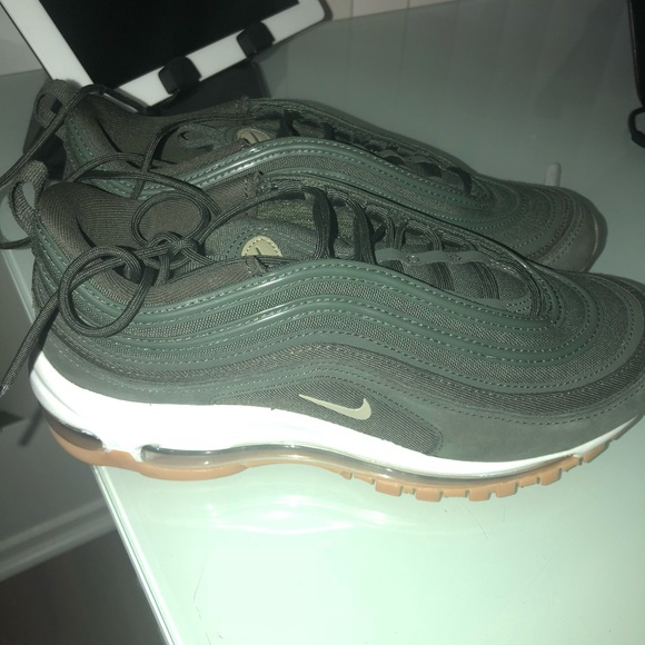 Nike Air Max Shoes 8.5 Olive Green (worn once!!!)
